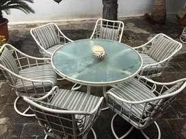 Mesas y sillas de patio