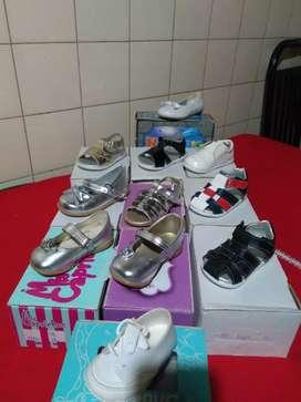Zapatos nuevos de  niño