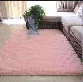 alfombra con almohadas