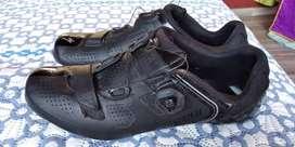 Vendo zapatillas de ruta specialized Body Geometry. El precio incluye Replacement Road Shoe Heel Lug.