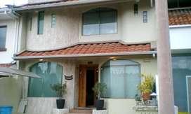 Casa en venta de 4 dormitorios, sector Totoracocha, Cuenca, C505