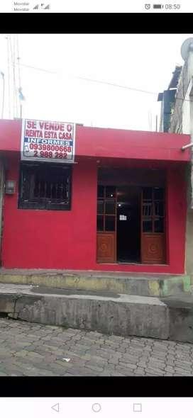 Vendo casa en Chimbo a 100 metros del parque central