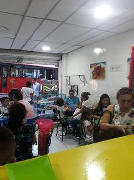 VENDO CAFETERIA Y FRUTERIA ACREDITADA EN EL CENTRO DE IBAGUÉ