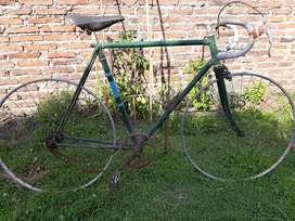 Bicicleta tipo pista antigua