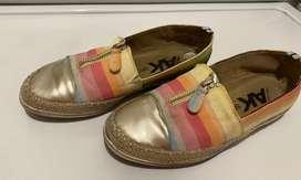Zapatos flats dorados a rayas