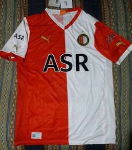 PUMA Futbol: camiseta, short y medias del Feyenoord.
