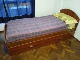 Cama una plaza con carricama, dos colchones y una almohada