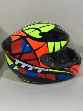 Casco MT multicolor