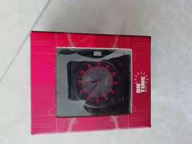 Reloj negro con rojo para hombre.