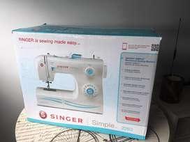Se vende máquina de coser Singer 2263