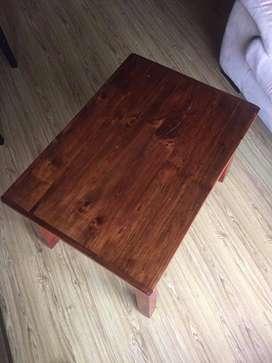 VENDO mesa auxiliar de madera