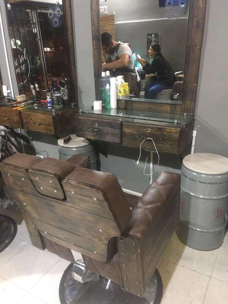 Barberia Puesto Completo Silla Y Tocador 0