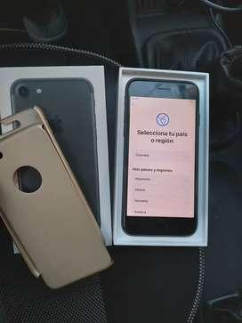 Se vende iphone 7 todo funcional