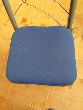 Vendo sillass sillones camas chofpnier  1/2 juego de dormitorio  sillas suelta El baratillo