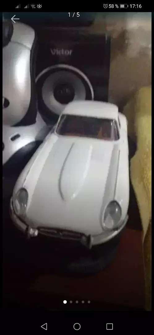 Espectácular carro Jaguar majorrete 0