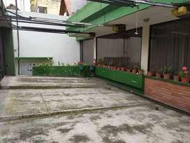 Batan Alto, edificio, 740 m2,  3 pisos, 6 parqueaderos, terraza