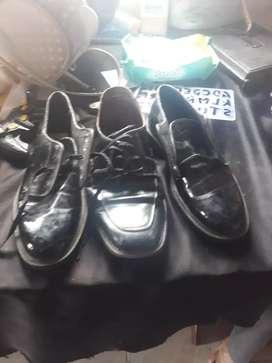Se vende  3 pares de zapatos
