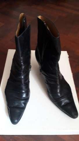 Botas Impecables, de Cuero Negro