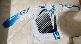 Se vende uniforme marca fly, puede ser utilizado para bicicross o motocross