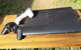 PlayStation 3 UltraSlim 500GB + 4 juegos fisicos + cable HDMI + 2 joysticks originales