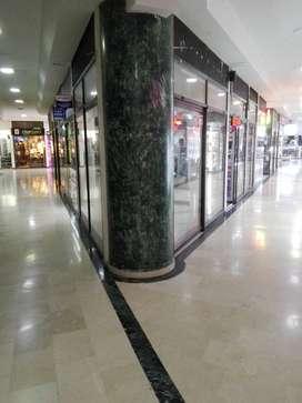 Vendo o arriendo local comercial en centro comercial Lourdes.