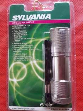 Linterna Sylvania mini 9 led