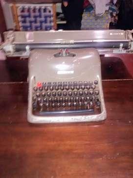 Vendo o PERMUTO máquina de escribir Olivetti Lexington 80