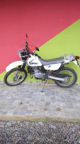 moto suzuki 200