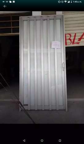Puerta en alumio grande muy buen diseño completa