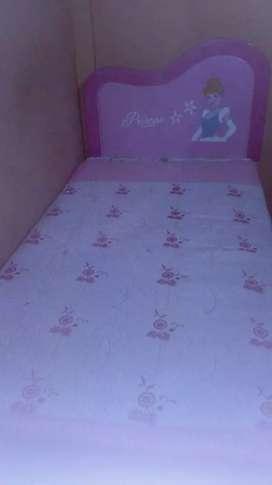 Venta de cama princesas y colchon
