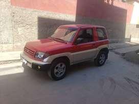 Camioneta corta Montero IO 1999 rojo y plata
