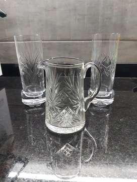 Juego de vasos y jarra de cristal tallado