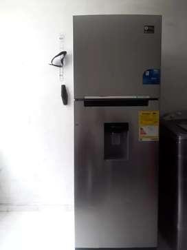 Vendo nevera Samsung gris 2p nofros con dispensador de agua totalmente funcional