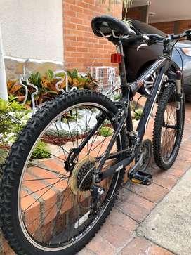 Bicicleta marca felt alemana muy poco uso talla s grupo shimano alivio pedales truvativ