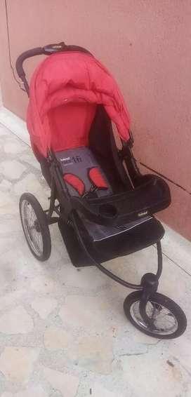 Amplio coche para bebé