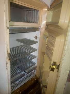 Vendo heladera antigua para reparar o repuestos
