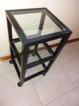 Mesa de caño tres estantes de vidrio 35x35