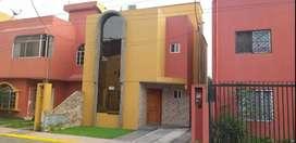 Alquilo en Quevedo casa bonita de dos pisos con terraza.