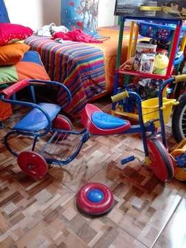 Triciclo con silla auxiliar para muñecos