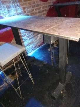 Mesa alta de hierro y madera para bar, LIQUIDO
