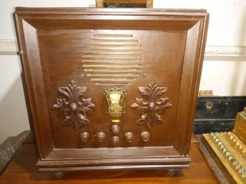 Radio antigua de tubos 0
