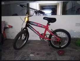 Vendo bicicleta de niño(a)