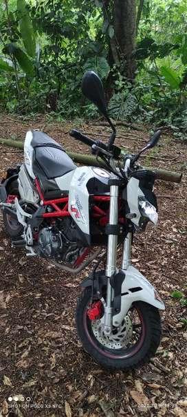 Moto Banelli TNT 135