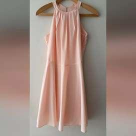 Alquiler o venta de vestidos cortos. Talla S