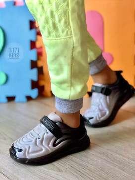 Calzado Nike de luces niños. Recargable.