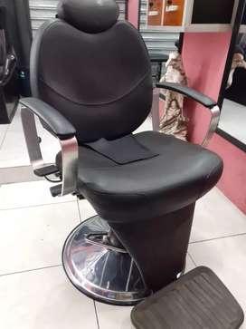 Se necesita barbero con máxima experiencia
