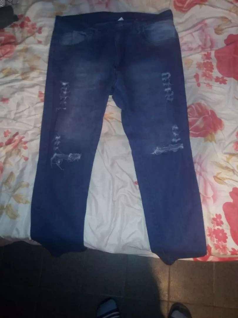 Vendo jeans de hombre nuevo o permuto por un buzo de arriba en talle 4 y el jeans es 48 chico sería casi un 46 0