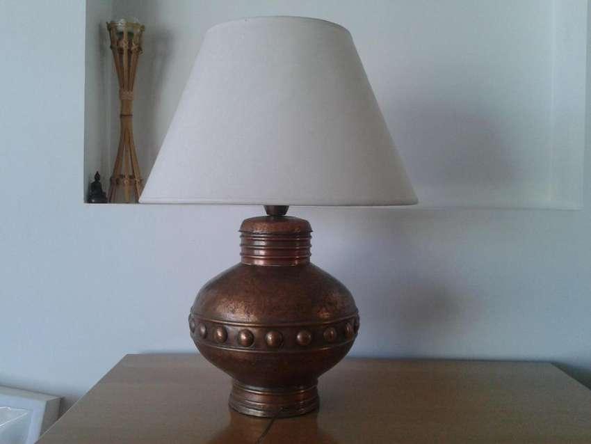 Antigua lampara de bronce con pantalla 0