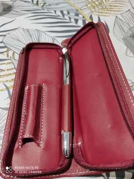 Bolígrafo forrado en estuche