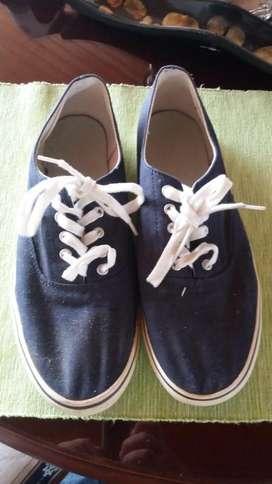 Zapatos azules marca americana talla 42 para hombre